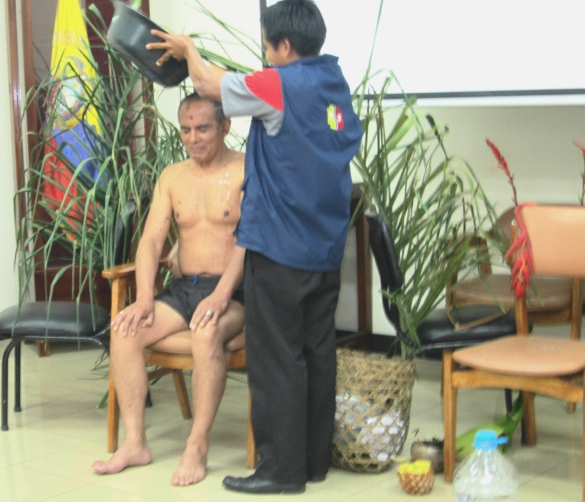 Ritual.- Los pobladores Awá, tienen sus propias creencias y rituales para curar enfermedades.
