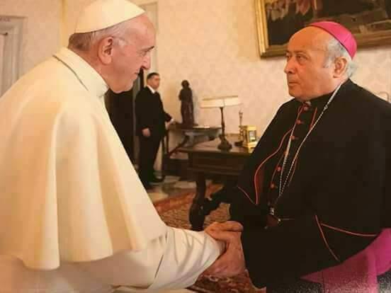 Papa Francisco con monseñor Fausto Gaibor.jpg