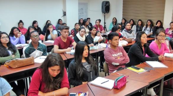 UPEC estudiantes.JPG