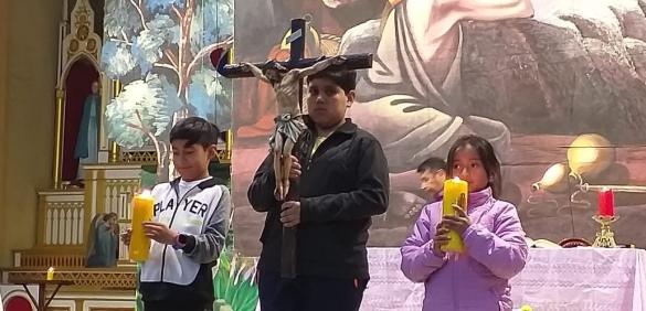 Niños via crucis